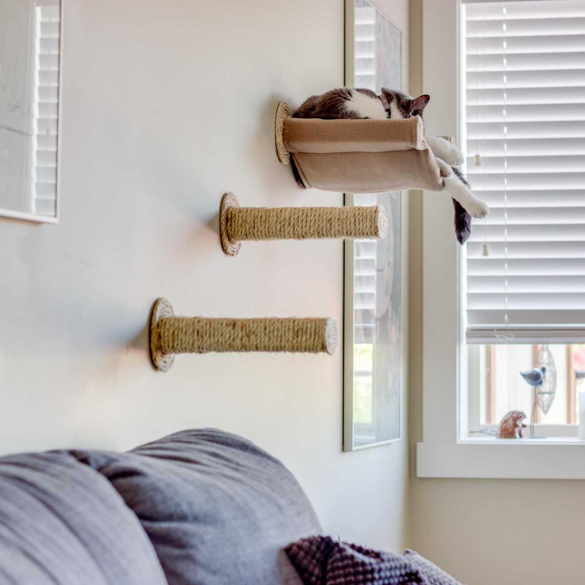 cat hammock wall mounted cat bed with 2 sisal steps. Black Bedroom Furniture Sets. Home Design Ideas